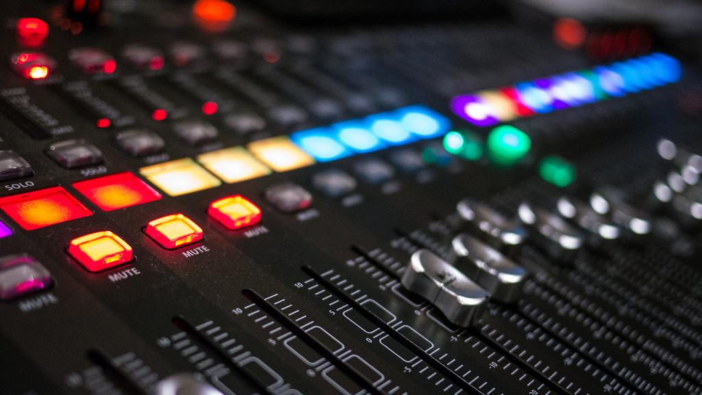 Диктор для аудио спота
